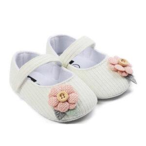 پاپوش نوزادی دخترانه گلدار سفید